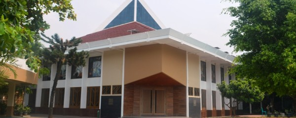 Gereja Paroki Ratu Damai, Telukbetung Bandar Lampung Jl. Ikan Kakap 4, Telukbetung, Bandar Lampung.