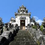 Berangkatkan 50 Peserta Wisata Rohani Hindu