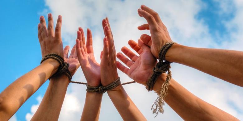 1221105human-trafficking780x390
