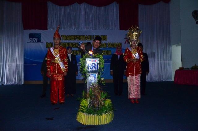 Penyulutan Obor Tri Prasetya RRI , di Auditorium RRI Tanjung Karang, Jumat 11 September 2015.