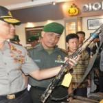 Korem 043 Gatam Serahkan 76 Unit Senpi Rakitan Kepada Polda Lampung