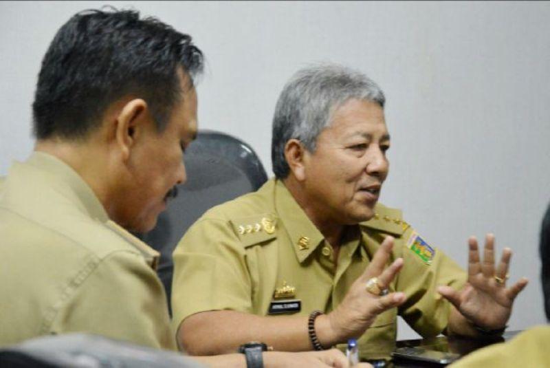 Sekretaris Daerah Sekda Provinsi Lampung Arinal Djunaidi pimpin rapat pembahasan terkait persiapan kunjungan kerja Presiden di Ruang Rapat Sekda, Selasa (13/10/2015).