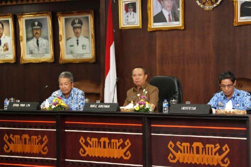 Wakil Gubernur Bachtiar Basri memberikan arahan kepada seluruh Kepala Satuan Perangkat Kerja Daerah di Lingkungan Pemerintah Provinsi Lampung di Ruang Abung Balai Keratun Kantor Gubernur Lampung Selasa (17/11) .