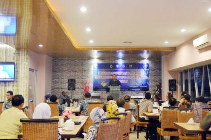 Sekretaris Daerah Arinal Djunaidi pada Rapat Pembahasan Rencana Awal Tahun 2016 di Hotel Grand Praba Jl. Wr. Monginsidi Pengajaran Bandar Lampung, Selasa (24/2015).