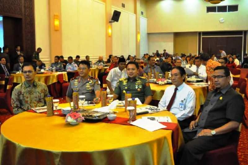 Gubernur Lampung M. Ridho Ficardo pada Seminar Lampung Economic Outlook 2016 di Ruang Auditorium Kantor Perwakilan BI Provinsi Lampung, Senin (21/12/2015).