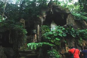 Gua Maria Padang Bulan