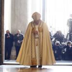 Untuk Pertama Kalinya, Paus Fransiskus Buka Pintu Suci St. Peter