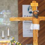 Salib IYD 2016 tiba di gereja Paroki Santa Maria Penolong Abadi Beteleme