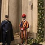 Paus Fransiskus membuka Pintu Suci Basilika Santa Maria Maggiore
