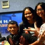 """Pengurus OSIS SMA Xaverius 3 Palembang """"Geruduk"""" Studio Radio Suara Wajar"""