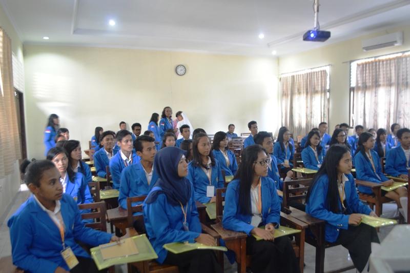 Para peserta Pendidikan dan Pelatihan Kepemimpinan (Diklatpim) 2016 STIE Gentiaras, di Aula Kridawisata Bandar Lampung, Rabu 17 Februari 2016.