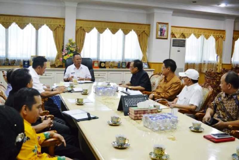 Wakil Gubernur Lampung Bachtiar Basri saat menerima kunjungan Universitas Lampung (Unila) dan Tim Nawacita di ruangannya, Rabu (24/02/2016).