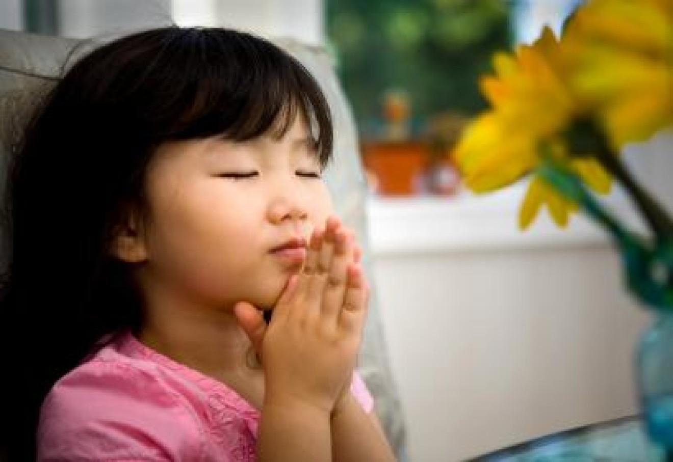 Berdoa. Foto : Google.