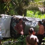 Pulang Ibadat Jumat Agung, Mobil Pastor Asal Bengkulu Terguling di Babatan