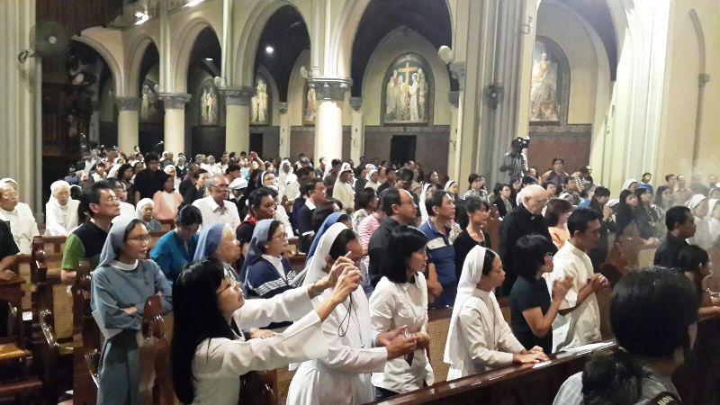 Umat yang hadir dalam Misa Requiem Mgr. Andreas Henrisoesanta, SCJ.
