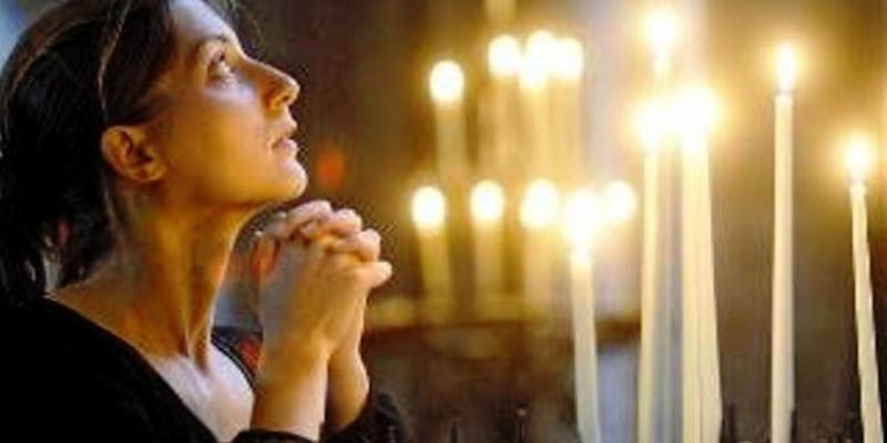 Berdoa. Foto : Telegraph