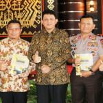 Polda Lampung Luncurkan Buku Bhayangkara Lampung Melintas Badai