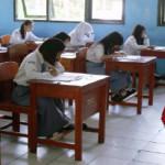 Staf Ahli Gubernur Bidang Pembangunan Fahrizal Pantau UN di SMA Negeri 9 Bandar Lampung