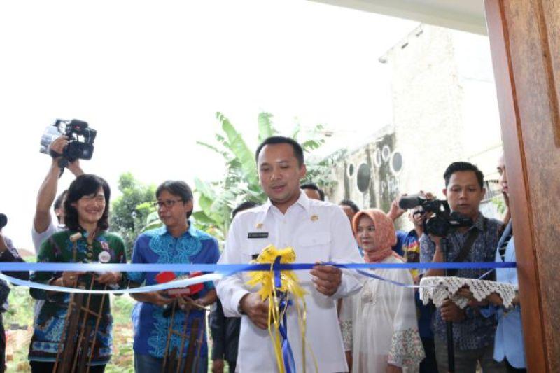 Gubernur Lampung Ridho Ficardo saat mengukuhkan pengurus Forum Corporate Social Responsibility (CSR) Lampung.