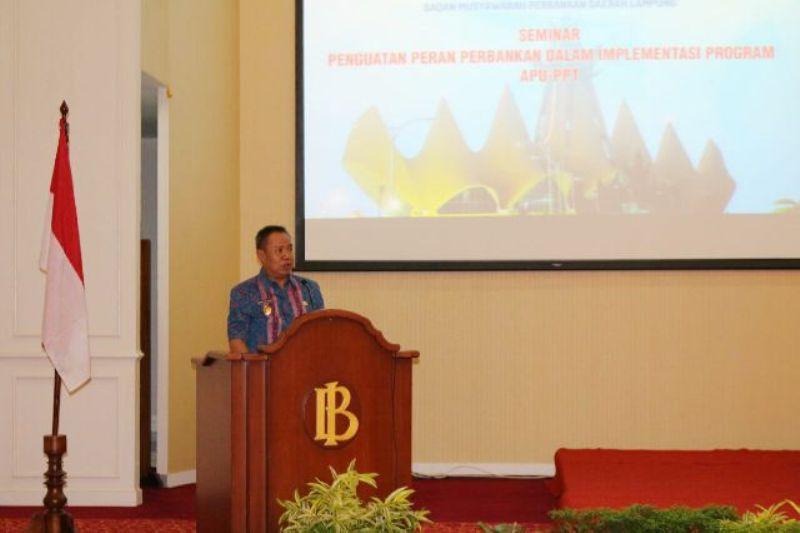 Wakil Gubernur Lampung Bachtiar Basri pada acara  Seminar Penguatan Peran Perbankan dalam Implementasi program APU-PPT, di Auditorium Kantor Perwakilan Bank Indonesia Bandar Lampung, Senin 16 Mei 2016.