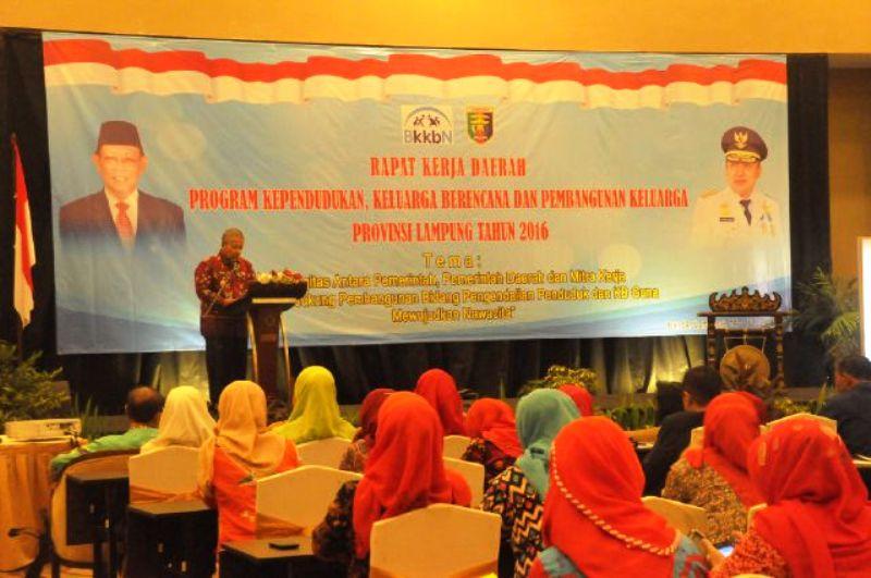 Rapat Kerja Daerah Program Kependudukan, Keluarga Berencana dan Pembangunan Keluarga (KKBPK) Provinsi Lampung di Hotel Emersia Bandar Lampung, Kamis 16 Juni 2016.