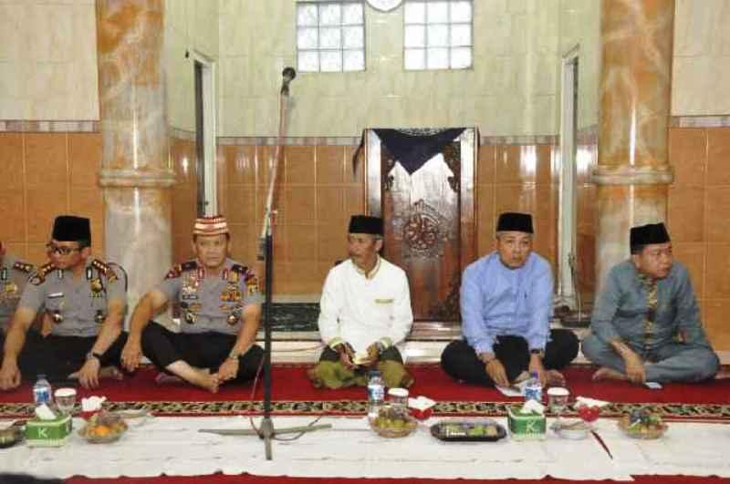 Saat Safari Ramadhan di Masjid Agung Gadingrejo Pekon Wonodadi Kecamatan Gading Rejo Kabupaten Pringsewu, Rabu 15 Juni 2016.