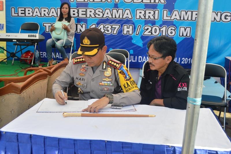 Kapolresta Bandar Lampung AKBP Hari Nugroho saat meninjau posko lebaran di Terminal Rajabasa, Sabtu 02 Juli 2016.
