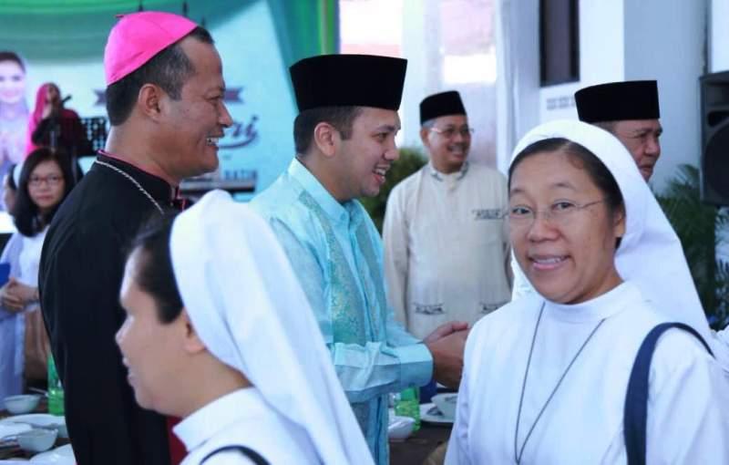 Suasana open house dalam rangka Hari Raya Idul Fitri Gubernur Lampung M Ridho Ficardo di  Mahan Agung, Bandar Lampung, Rabu 6 Juli 2016.