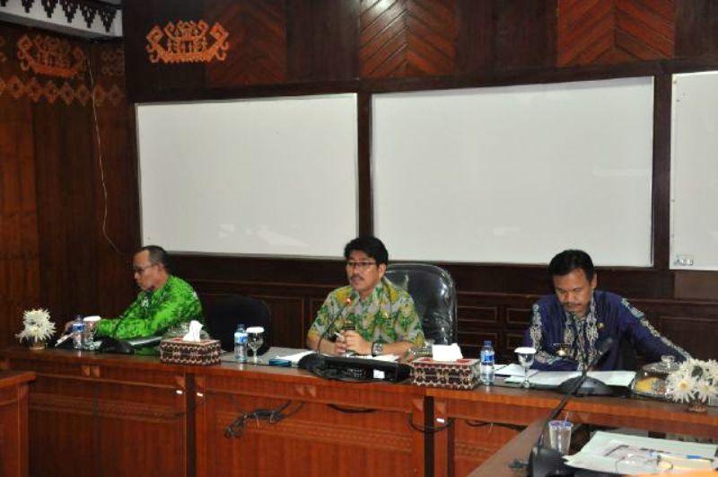 Rapat Persiapan Pelaksanaan Evaluasi Akuntabilitas Kinerja, Reformasi, dan Zona Integritas Tahun 2016 Pemerintah Provinsi Lampung oleh Kemenpan RB di ruang rapat asisten, Jumat 15 Juli 2016.