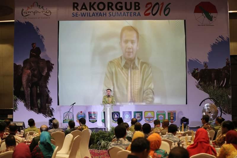 Gubernur Lampung Ridho Ficardo saat memeberi sambutan Gala Dinner dan pembukaan Rakor Gubernur se-Sumatera di Hotel Novotel, Bandar Lampung, Selasa 26 Juli 2016.