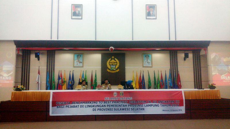 Peserta Pendidikan dan Pelatihan Kepimimpinan Angkatan III di Lingkungan Pemerintah Provinsi Lampung melakukan Benchmarking To Best Practice ke Provinsi Sulawesi Selatan di aula Pola Kantor Gubernur Sulawesi Selatan Selasa 30 Agustus 2016.