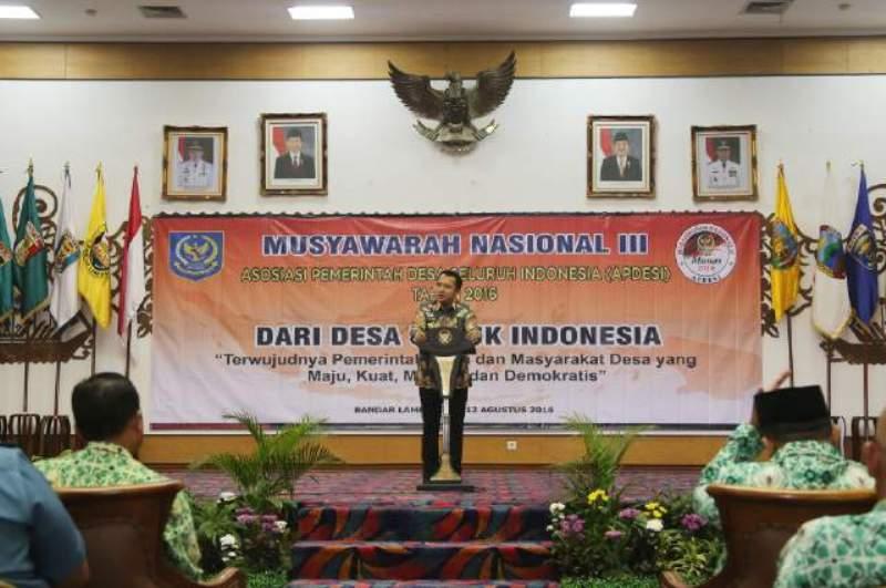 Gubernur Lampung saat membuka Musyawarah Nasional III Asosiasi Pemerintah Desa Seluruh Indonesia (APDESI), di Balai Keratun Bandar Lampung Kamis 11 Agustus 2016.