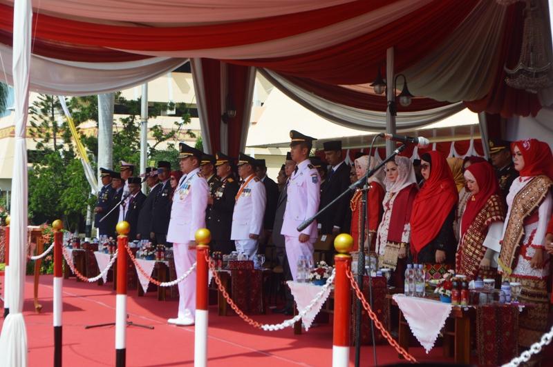 Gubernur Lampung M.Ridho Ficardo saat menjadi inspektur upacara peringatan detik-detik proklamasi kemerdekaan Republik Indonesia ke-71. Upacara berlangsung di Lapangan Korpri Komplek Kantor Gubernur Lampung, Rabu pagi 17 Agustus 2016.