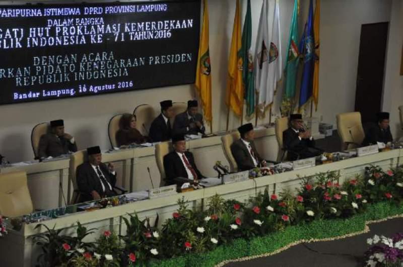 Rapat Paripurna Istimewa DPRD Provinsi Lampung mendengarkan Pidato Kenegaraan Presiden Republik Indonesia Joko Widodo dalam rangka HUT RI ke 71,di Gedung DPRD Provinsi Lampung, Selasa, 16 Agustus 2016.