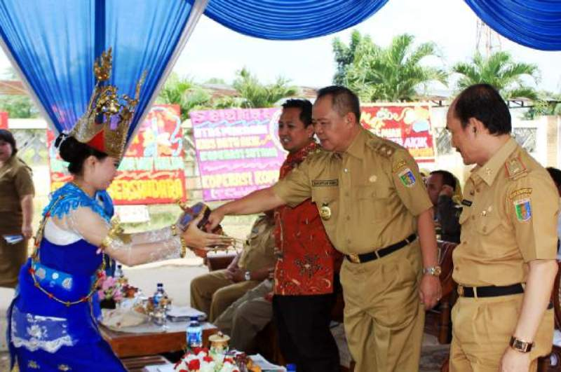 Wakil Gubernur Bachtiar Basri pada acara peresmian Kios PKL Batu Akik PKOR Way Halim Bandar Lampung, Senin 15 Agustus 2016.