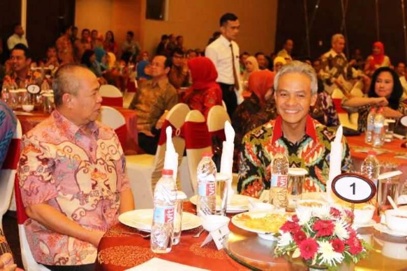 Wakil Gubernur Lampung Bachtiar Basri  saat bersanding dengan Gubernur Jawa Tengah Ganjar Pranowo di Semarang Jawa Tengah, Rabu 28 September 2016.