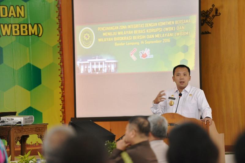 Gubernur Lampung M Ridho Ficardo pada acara Pencanangan Zona Integritas Menuju Wilayah Bebas Korupsi di Kantor Pengadilan Tinggi Tanjung Karang, Rabu 14 September 2016.