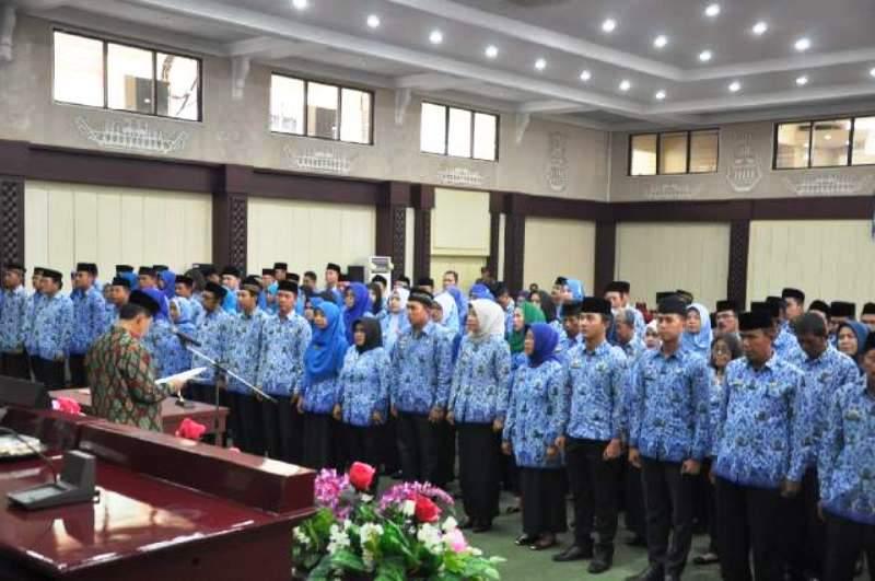 Suasana pengambilan sumpah Jabatan 150 PNS di lingkungan Pemerintah Provinsi Lampung di Gedung Pusiban Kantor Gubernur Provinsi Lampung, Kamis 29 September 2016.