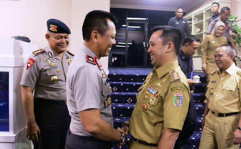 Gubernur Lampung M Ridho Ficardo saat menerima Kapolda Lampung Brigjen (Pol) Sudjarno di ruang kerja Gubernur Lampung, Selasa 18 Oktober 2016.