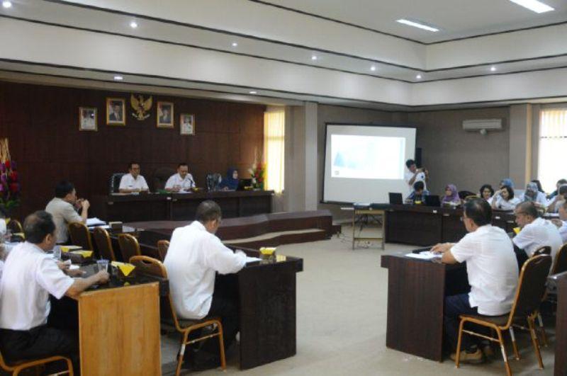 Rapat koordinasi penyusunan revisi Rencana Tata Ruang Wilayah Provinsi (RTRWP) Lampung Tahun 2009-2029 di ruang rapat Kantor Bappeda Provinsi Lampung, Rabu 05 Oktober 2016.
