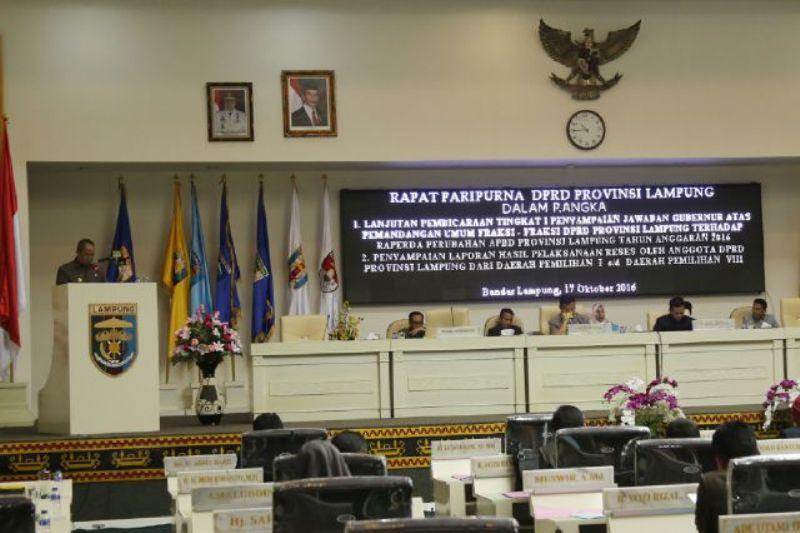 Wakil Gubernur Lampung Bachtiar Basri menyampaikan Jawaban Gubernur Lampung terhadap Pemandangan Umum Fraksi-Fraksi DPRD Atas Rancangan Perda Tentang Perubahan APBD Tahun Anggaran 2016.