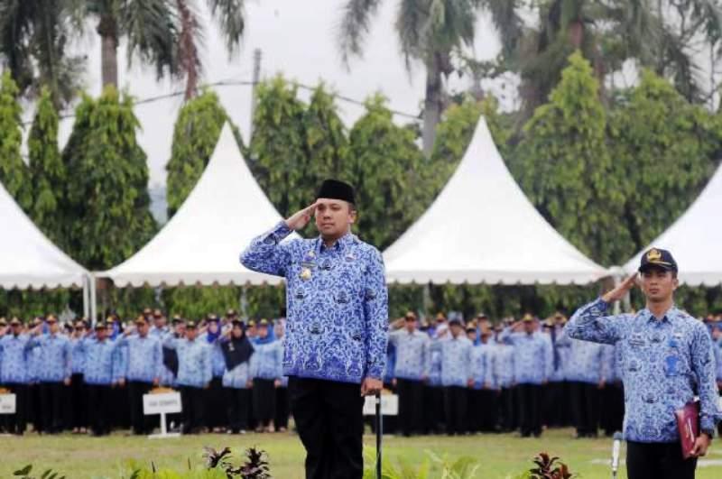 M Ridho Ficardo saat memimpin upacara peringatan Hari Ulang Tahun KORPRI ke-45, Selasa 29 November 2016, di Lapangan Korpri Komplek Kantor Gubernur Lampung.