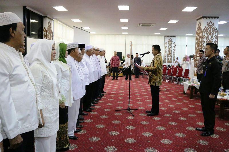 Gubernur M Ridho Ficardo pada acara pengukuhan Pengurus Wilayah (PW) Ikatan Persaudaraan Haji Indonesia (IPHI) Provinsi Lampung masa bakti 2016-2021.