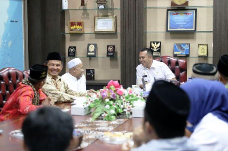 Gubernur M Ridho Ficardo saat beraudiensi dengan PWNU Lampung yang dipimpin Ketua KH. Soleh Bajuri dan jajaran, di ruang kerjanya, Rabu 14 Desember 2016.