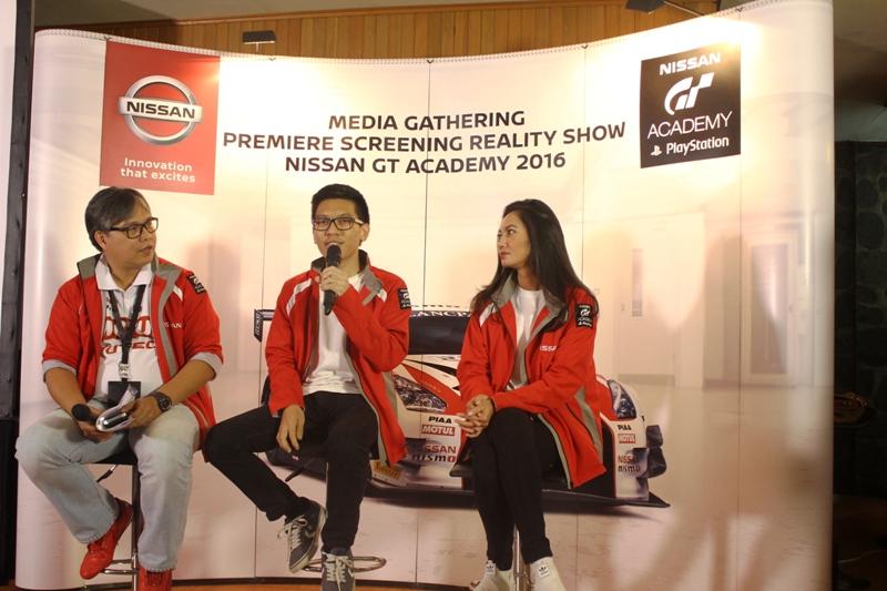 (kiri ke kanan) Vice President Director of Marketing and Sales NMI Davy J. Tuilan, Runner-up Best Driver Nissan GT Academy 2016 Raditya Indera, Brand Ambassador dan Mentor Nissan GT Academy 2016 Diandra Gautama di sesi tanya jawab bersama media.