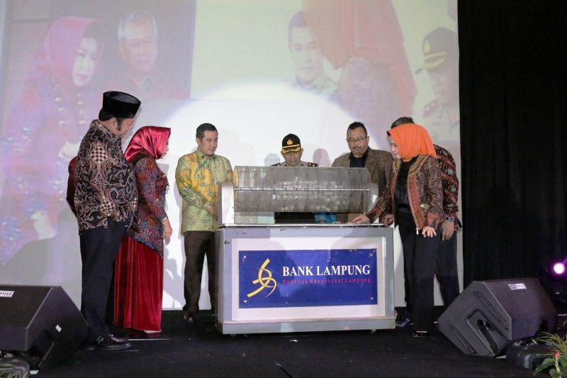Suasana Pengundian Siger Mas Bank Lampung 25 Unit Yamaha Vega, sejumlah Mas Batangan, dan 2 Unit Mobil Hadiah Utama.
