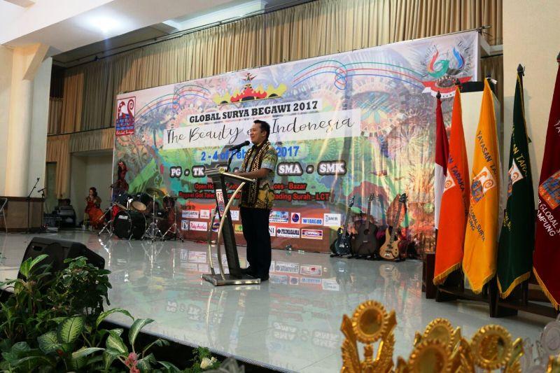 """Gubernur Lampung M Ridho Ficardo saat membuka """"Global Surya Begawi 2017 The Beauty of Indonesia"""" yang diselenggarakan di Aula Global Surya, Sabtu 04 Februari 2017."""
