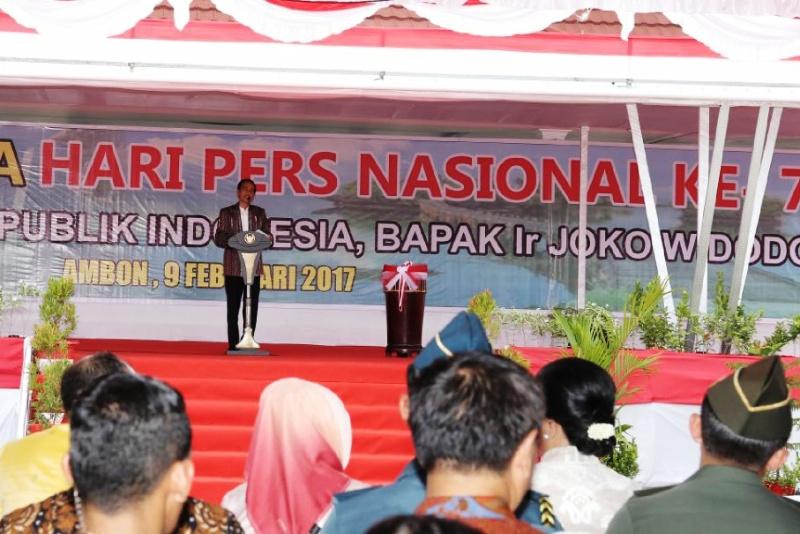 Presiden Republik Indonesia Jokowi pada puncak Hari Pers Nasional (HPN) 2017 di kota Ambon, Maluku, Kamis, 9 Februari 2017.
