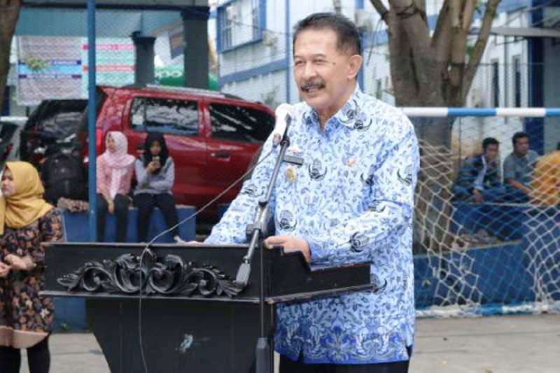 Asisten Bidang Pemerintahan dan Kesra Herry Suliyanto, saat membuka secara resmi Bakti Karya PMR  II di IBI Darmajaya, Jumat 17 Maret 2017.