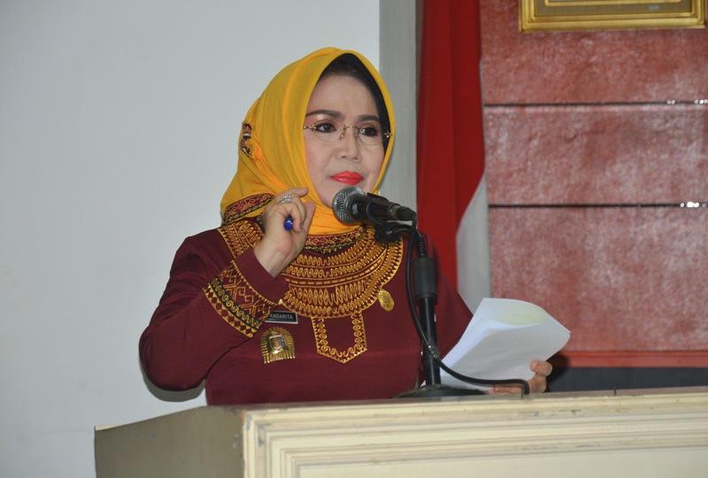 Choiriah Pandarita ketika mewakili Gubernur Lampung membuka Sosialisasi Peraturan Gubernur No. 97 Tahun 2016, di Balai Keratun Kantor Gubernur Lampung, Kamis 23 Maret 2017.